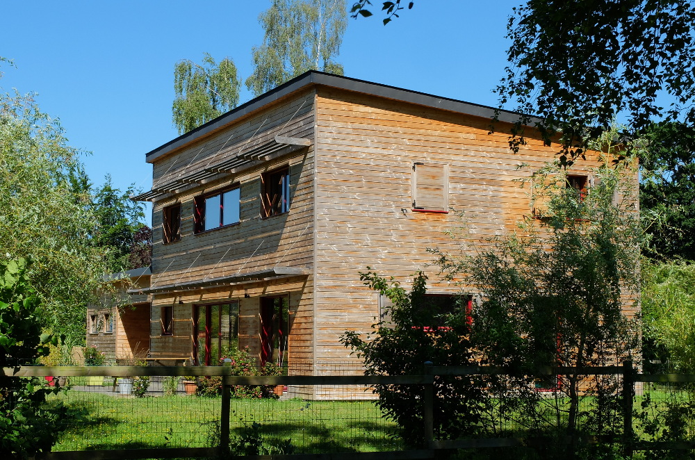Maison bois bioclimatique st gilles 2009 for Garage st gilles